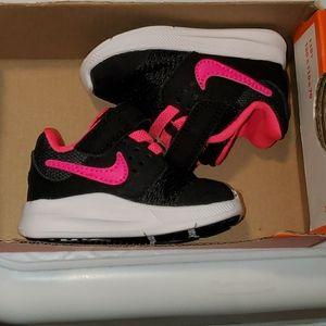 Baby Girl Nike downshifter 7 pink /black